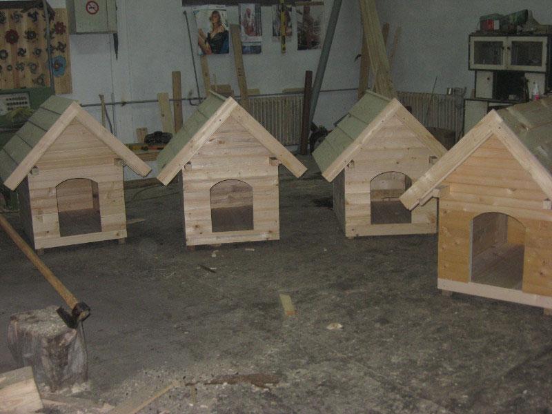 Баштенски намештај - кућица за псе